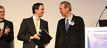 PD Dr. Philipp von Roth at the award ceremony; Source: AE - German Society for Endoprosthetics