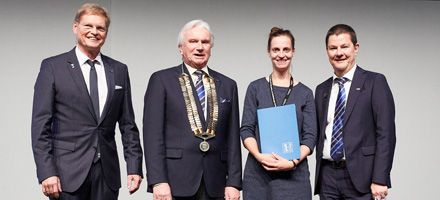 Dr. Claudia Schlundt (2nd from right) with the three DKOU Presidents Dr. Gerd Rauch, Prof. Dr. Dr. Werner Siebert and Prof. Dr. Joachim Windolf (from left to right), Photo: Intercongress
